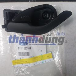 Tay mở cửa trong Ford Escape