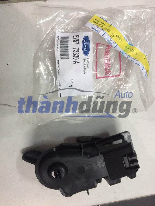 TAY MỞ TRONG FORD ESCAPE